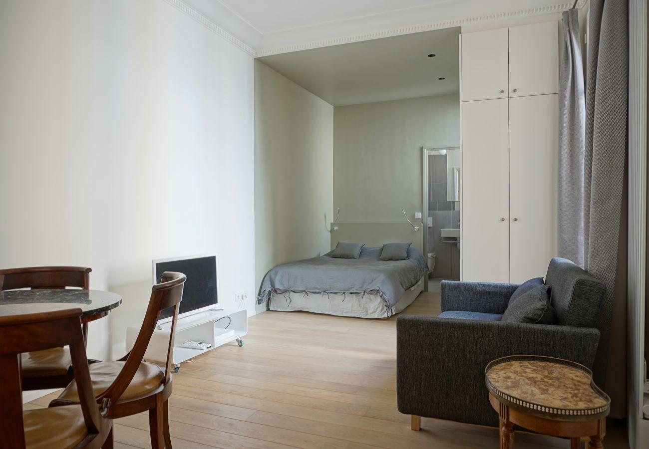 Studio in Paris - Rue Chateaubriand - Paris 8 - 108041