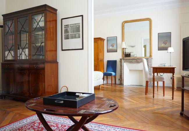 in Paris - Rue de Miromesnil - Paris 8 - 208001