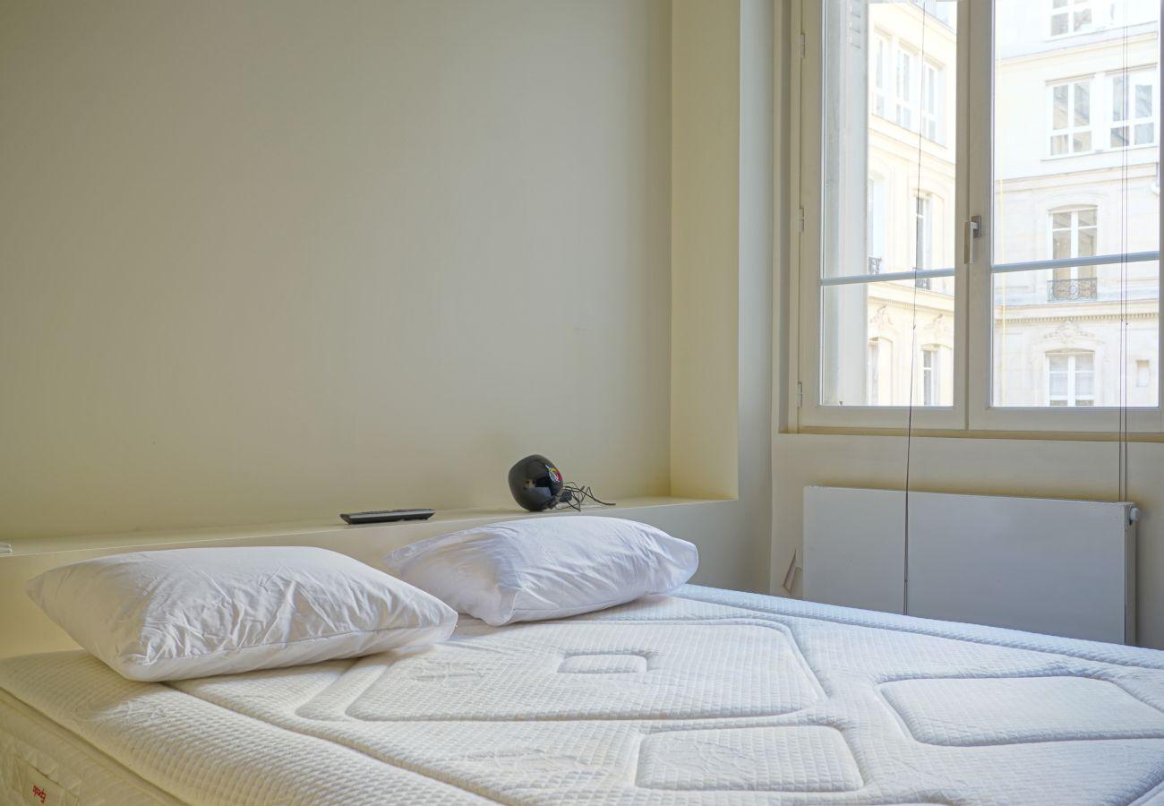 Apartment in Paris - Rue Lincoln - Paris 8 - 208079