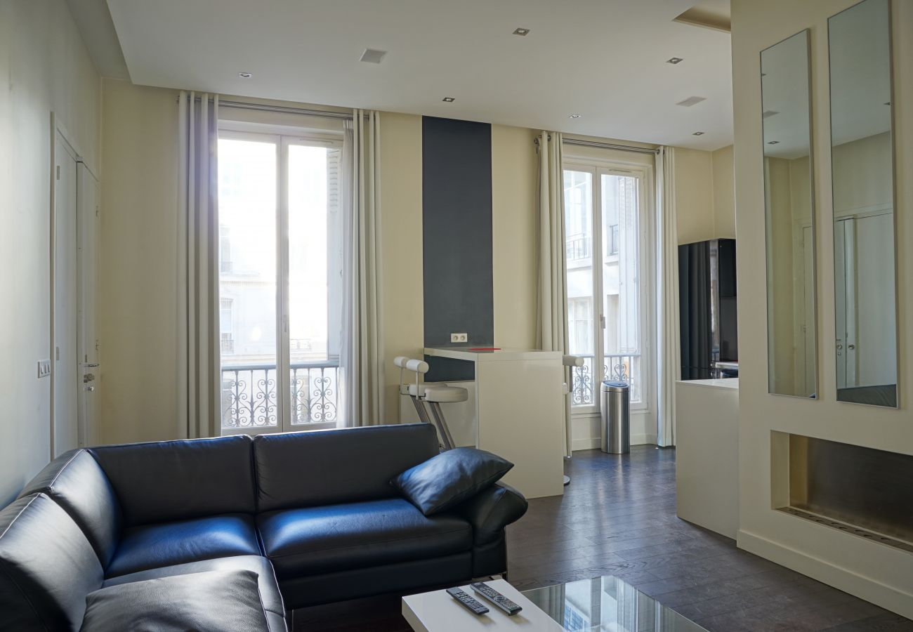 Apartment in Paris - Rue Lincoln - Paris 8 - 208079