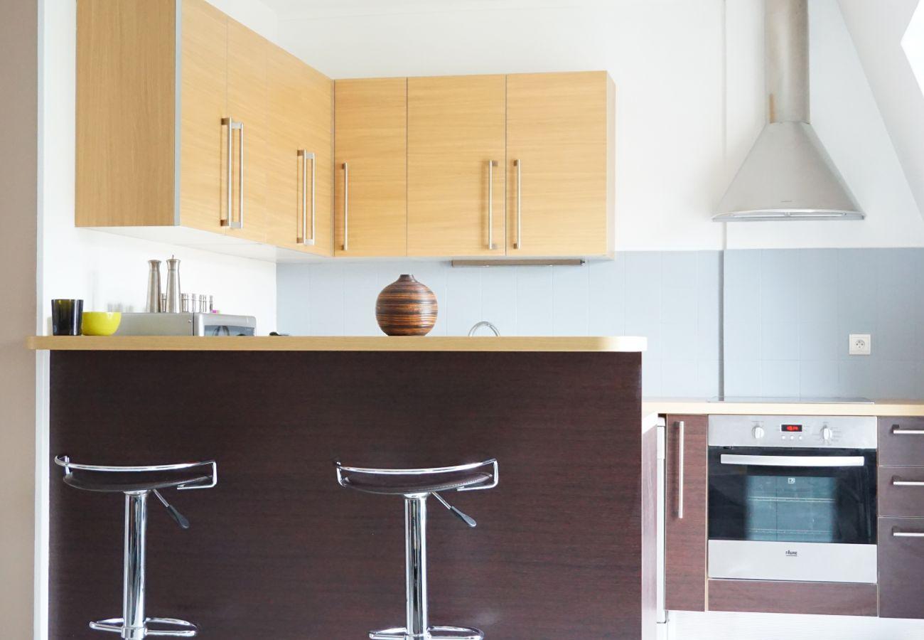 Apartment in Paris - Rue Bassano - Paris 16 - 216040