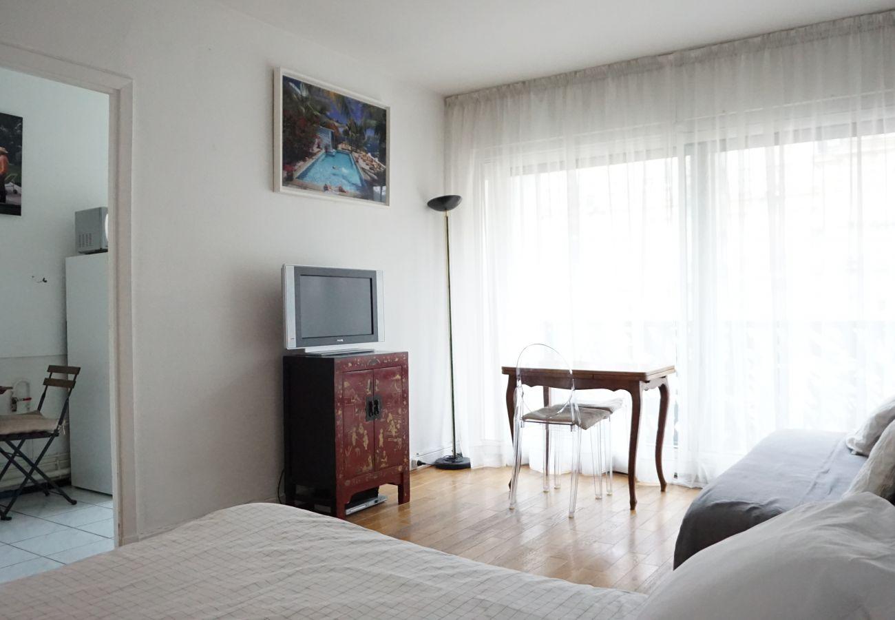 Studio in Paris - Rue de Ponthieu #6 - Paris 8 - 108042