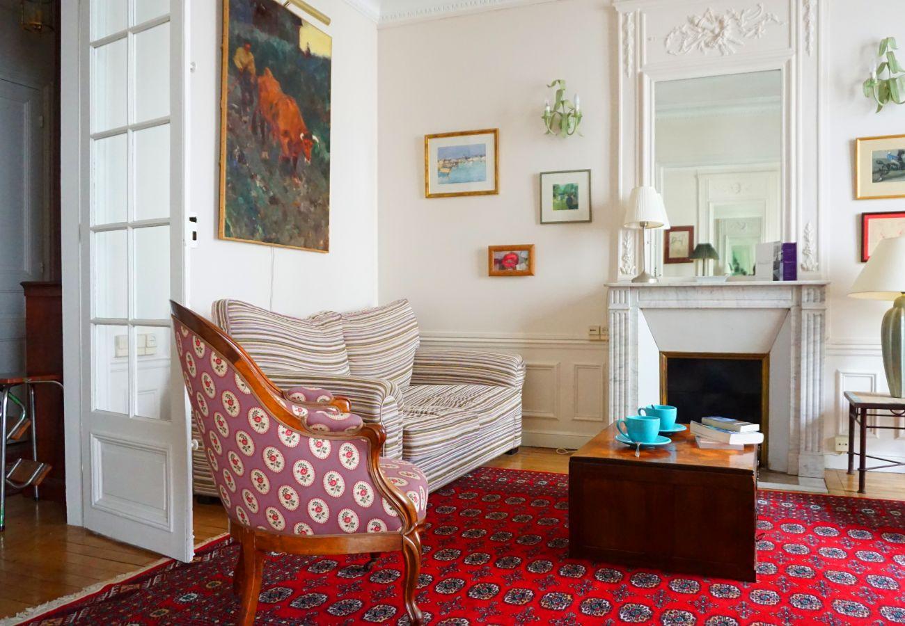 Apartment in Paris - Square Desaix - Paris 15 - 315015