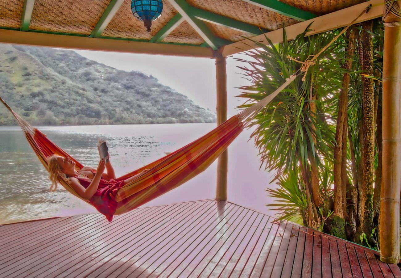 Villa in Papetoai - Beach Villa Cook - Robinson's Cove