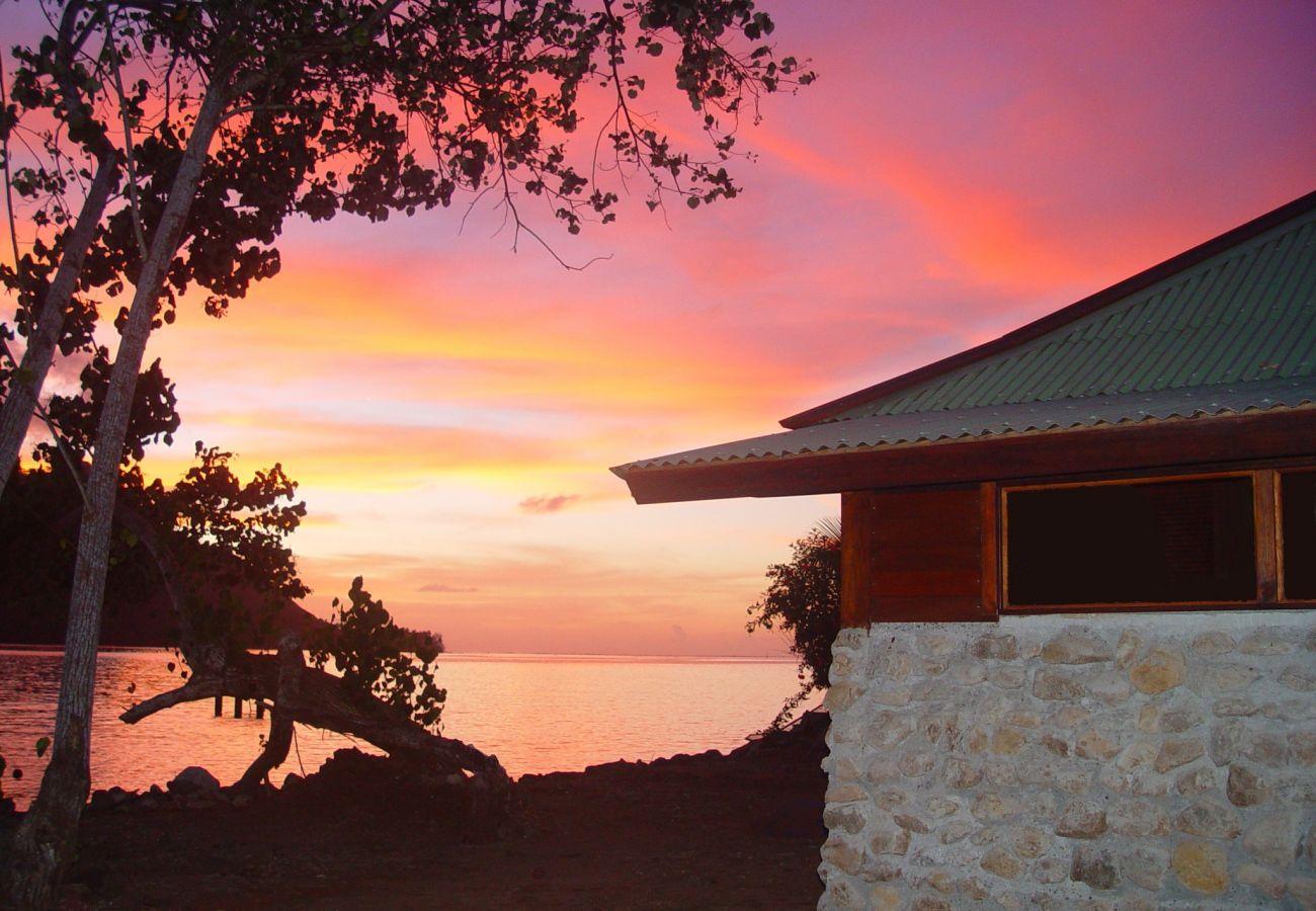 Bungalow in Papetoai - Bougainvilla - Robinson's Cove