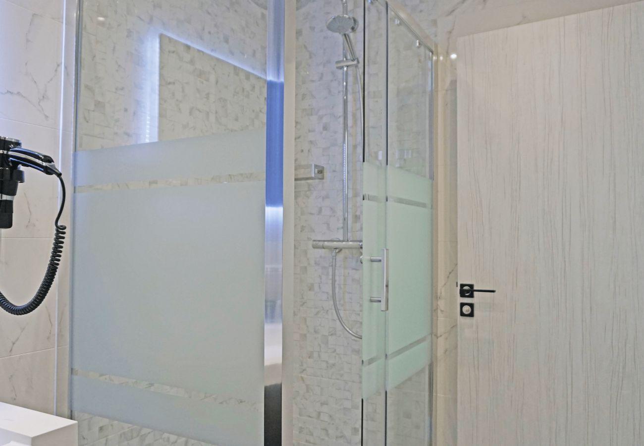 Apartment in Paris - Avenue des Champs Elysées - Paris 8 - 108003