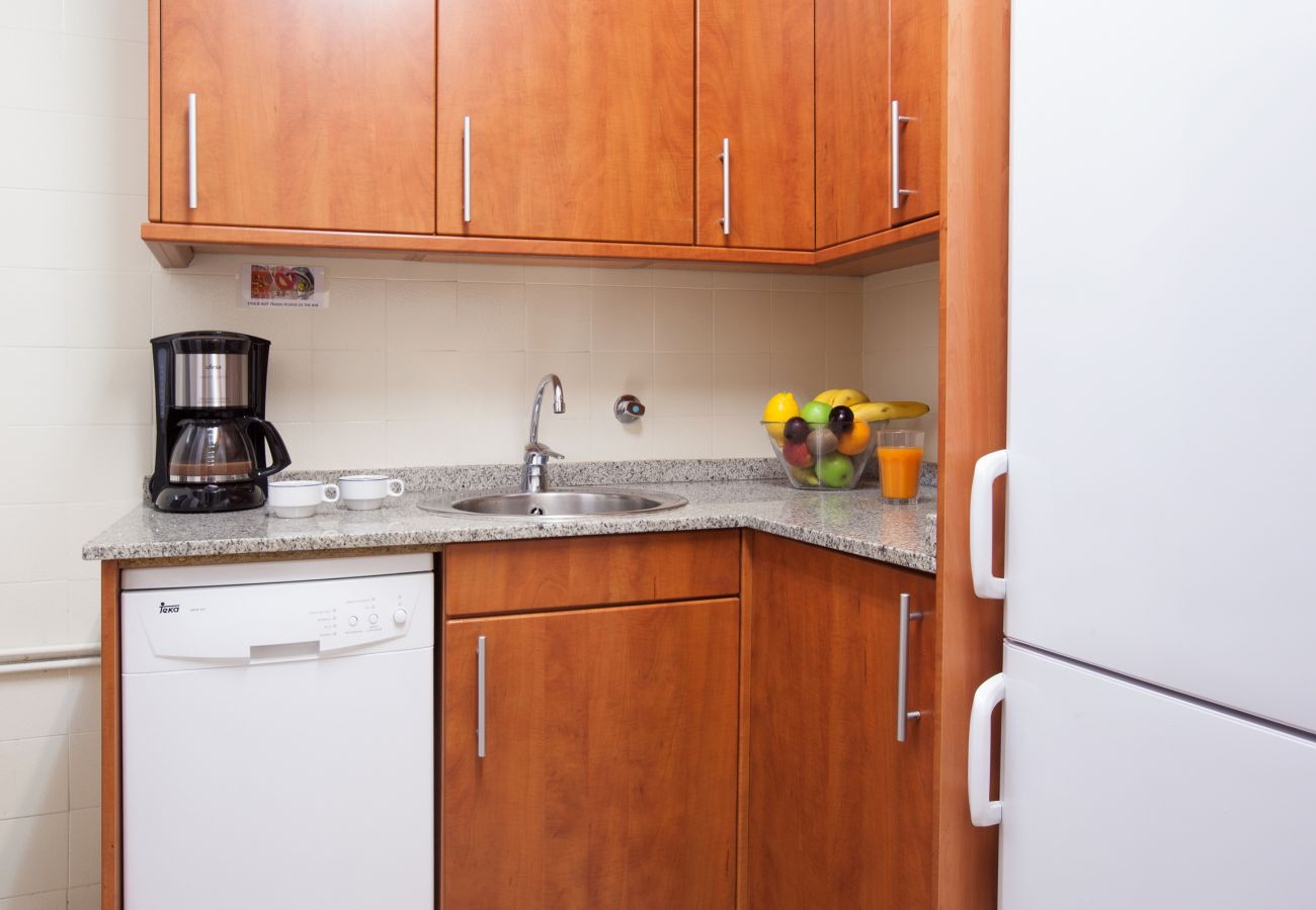 fully equipped kitchen close to Plaza España Fira Barcelona
