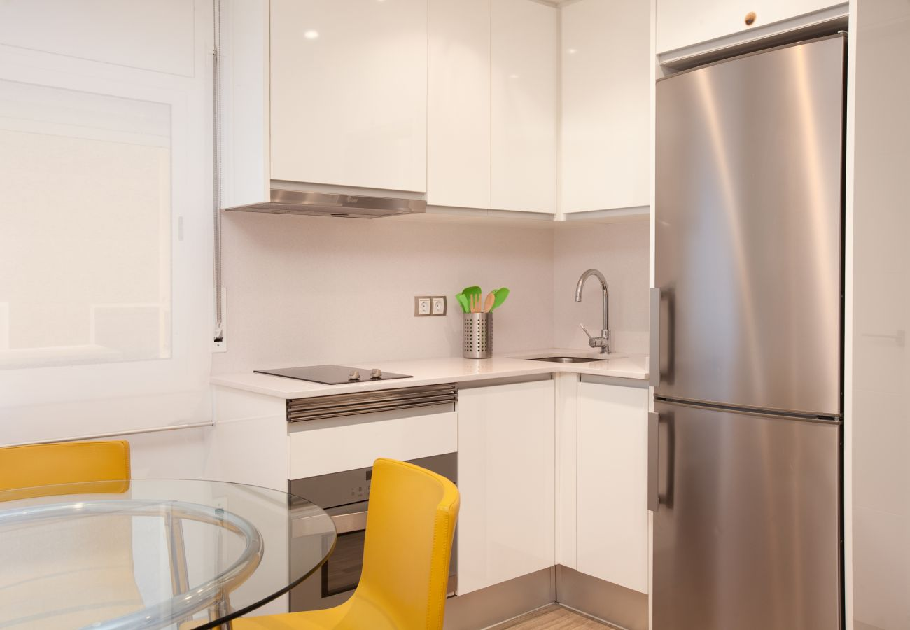 American kitchen with micro-oven combi and dishwasher in Barcelona