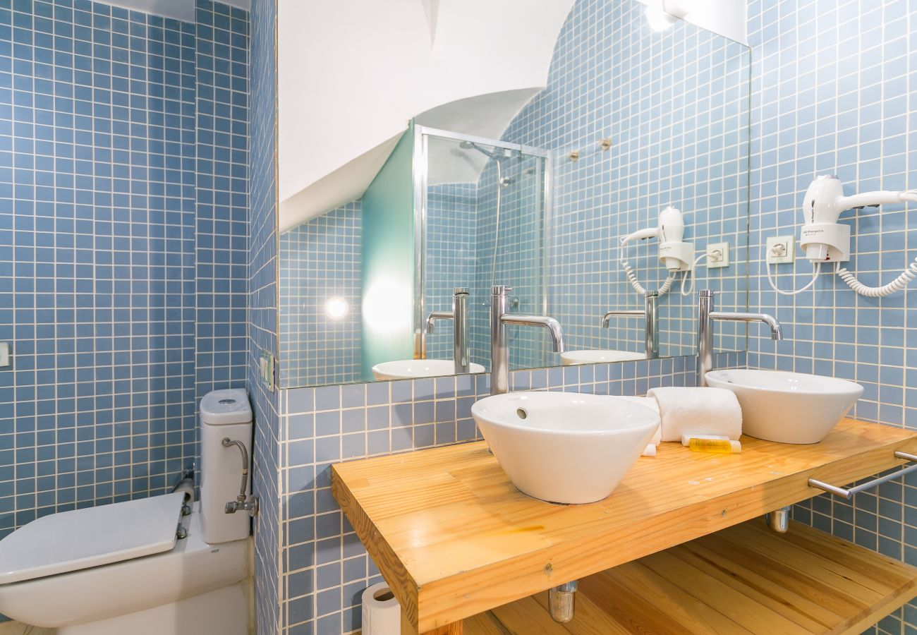 bathroom with two sinks and large mirror in BARCELONETA BEACH