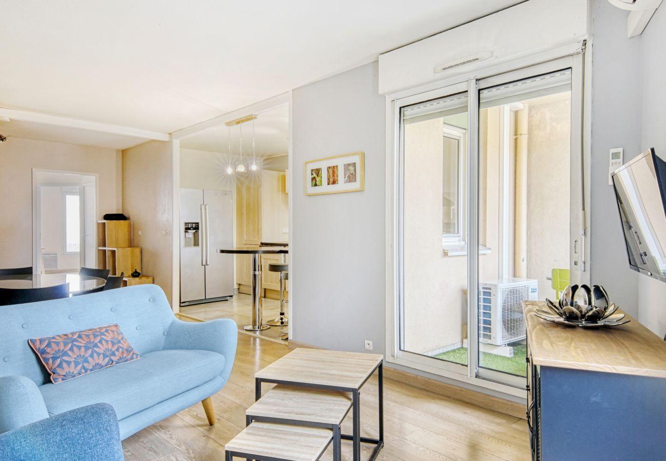 Apartment in Toulouse - PARC LONGAUD Parking Terrasse