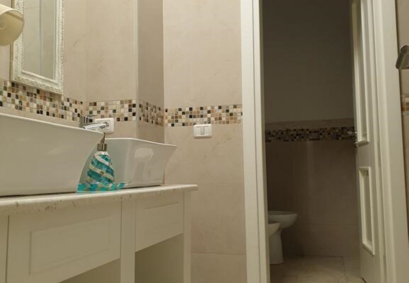 The interior of the bathroom and the beautiful cream-colored walls design