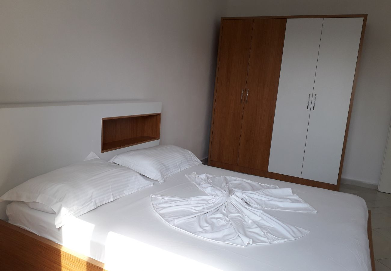 Room with double bed and closet