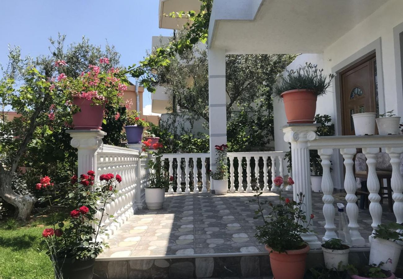 Terrace wiith flowers and garden in 2 bedroom flat in Ksamil
