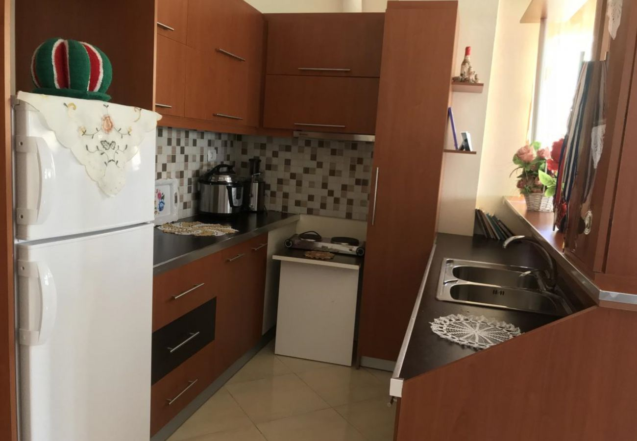 Kitchen with basic amenities in a 2 bedroom flat near the sea in Ksamil