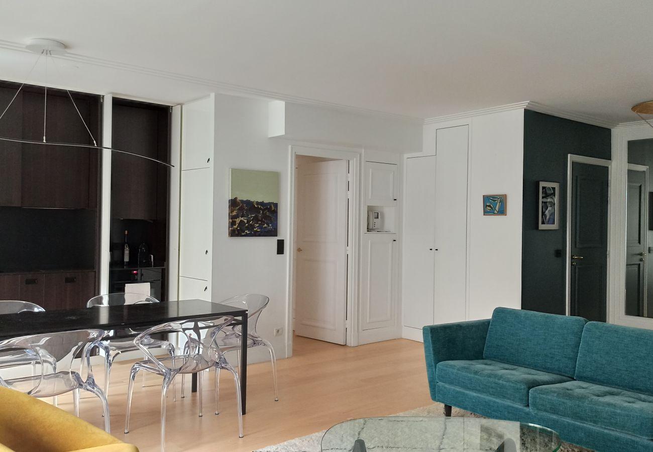 Apartment in Paris - Rue de l'Université - 75007 Paris - 207034